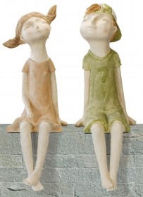 "2 Gartenskulpturen ""Kantenhocker-Paar Sabrina & Lasse"" im Set"